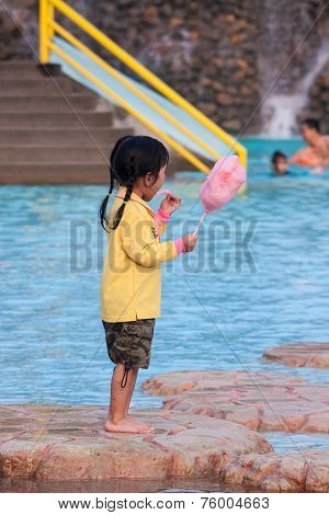Bangkok , Thailand - June 12 : Unidentified Girl Eat A Cotton Candy Near Pon June 12 , 2008 In Siamp