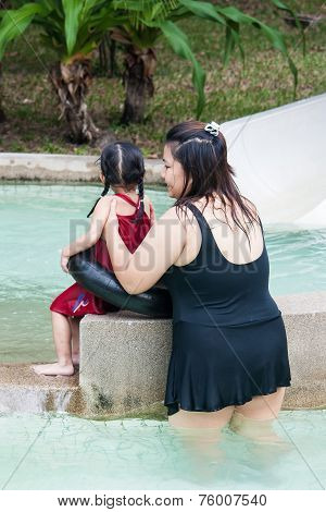 Bangkok , Thailand - June 12 : Unidentified Woman Teach To Swim For Her Child On June 12 , 2008 In S