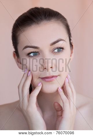 Beautiful Young Smiling Woman With Natural Daily Makeup And Manicure Beauty Concept