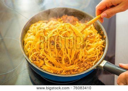 Proces Of Preparing Spaghetti Bolognese
