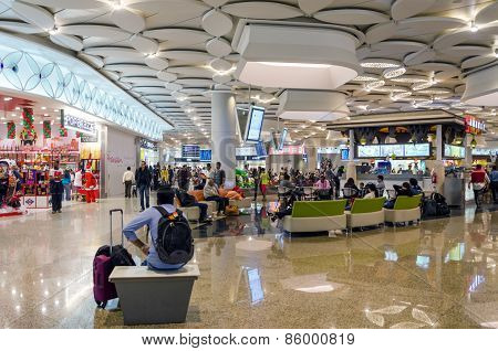 Mumbai, India - December 25, 2014: Tourist Shopping At Duty Free In Chhatrapati Shivaji Airport