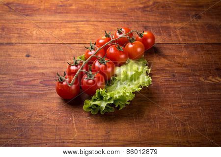 top view of red tomatoes on wooden table