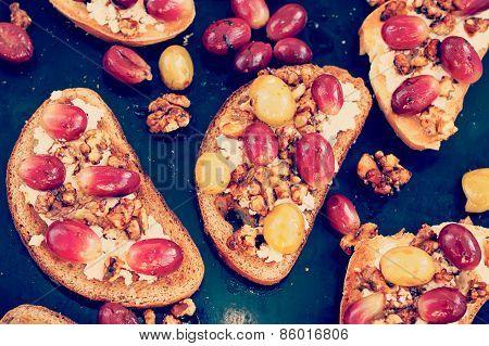 Toasts with ricotta, baked grapes, walnut, toned