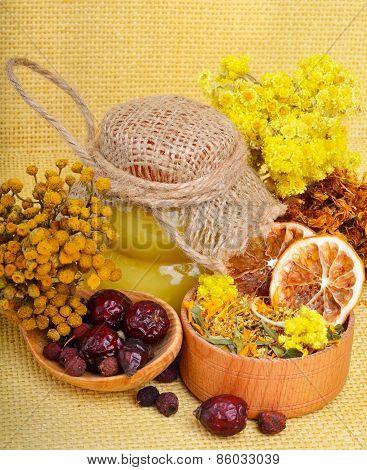 ?alendula Flower, Oats, Immortelle Flower, Tansy Herb, Honey, Wild Rose, Dried Lemon.