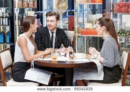 Business colleagues by the lunch table in restaurant