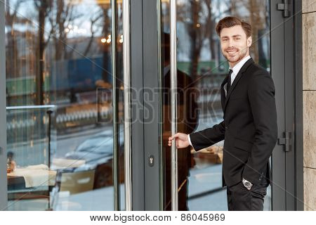 Open the doors of hotel