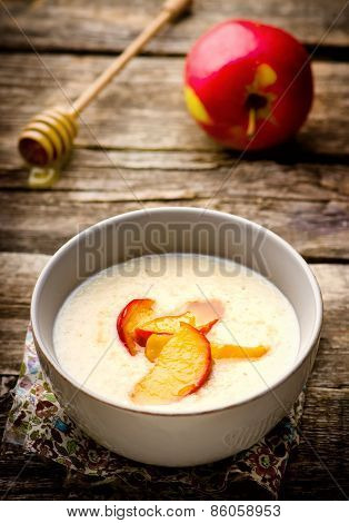 Porridge With Caramel Apples