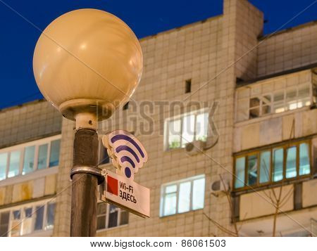 Wi-fi Sign Off On A Lamppost