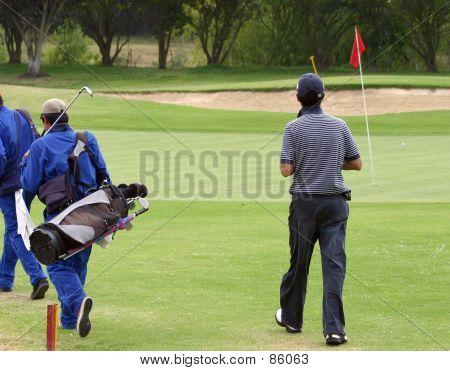 Golfer und Caddies