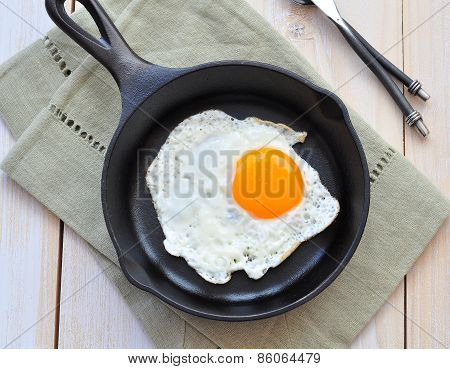 Breakfast the fried egg in a iron frying pan