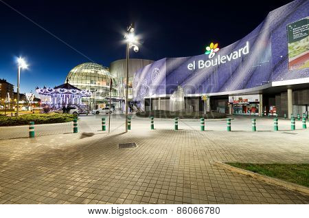 Boulevard shopping center at night