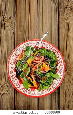 Salad With Raw Vegetables: Spinach, Tomatoes, Olives, Onion, Bell Pepper In Red Plate With Space Bac