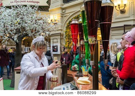 Moscow - March 22: People Buying Of Fruit, Juices And Soft Drinks In The Gum Store On March 22, 2015