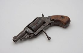 pic of revolver  - old style derringer revolver rusted and damaged - JPG