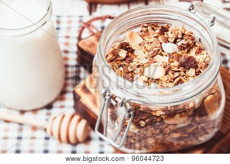 Granola and yoghurt