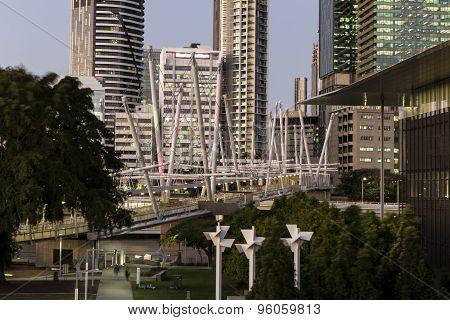 Brisbane Kurilpa Bridge at twilight