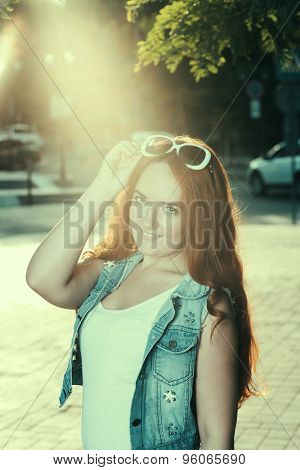 Women with sunglasses backlit