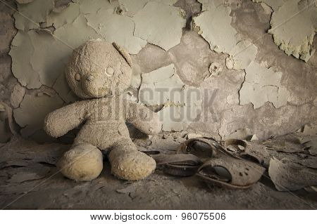 Chernobyl - Teddy Bear In Abandoned House