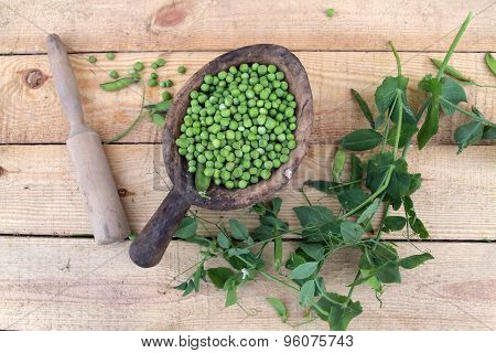 Green peas in a wooden bowl