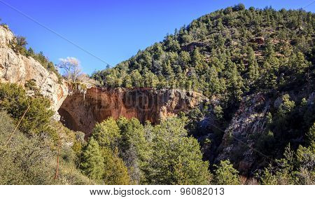 Natural bridge in Tonto Bridge State Park in Arizona