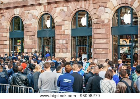 Queue For The New Iphone 6