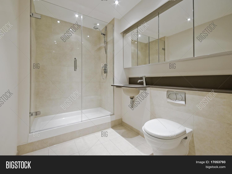 Bruine Vloertegels Badkamer : Luxe moderne en suite badkamer met van ...