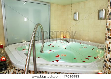 Bath of a jacuzzi with petals of roses