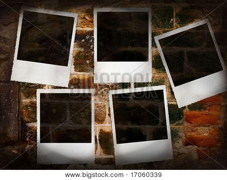 Marcos de fotos viejos vacío en pared