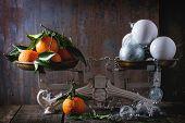 Постер, плакат: Tangerines And Christmas Decorations