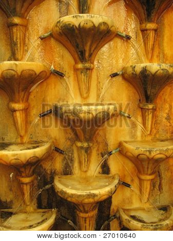 Antigua fuente con cascada