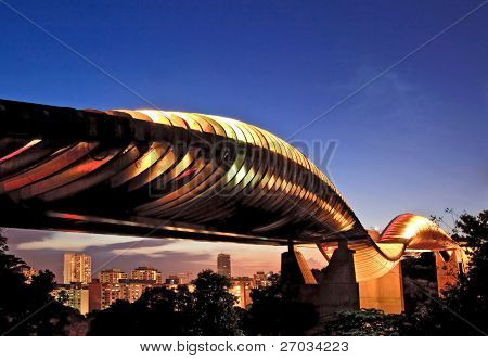 Singapore henderson wave bridge at dusk
