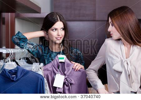Friends give pieces of advice to each other concerning the clothes