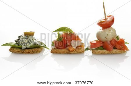 Healthy Crackers With Spinach Dip ,Tomatoes And Mozzarella Cheese