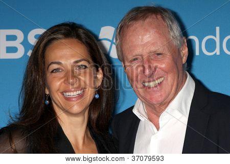 LOS ANGELES - 15 de setembro: Elise Doganieri, Bertram van Munster chega a CBS 2012 Outono estréia Pa
