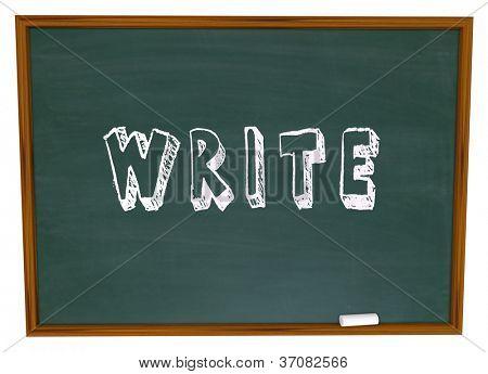 La palabra escrita con tiza en una pizarra de la escuela de escritura