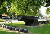 picture of cannon-ball  - 20 inch Parrott Cannon of 1864 as a Civil War Memorial in Bay Ridge area of Brooklyn - JPG