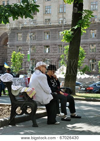 PENSIONER IN THE CENTER OF KIEV, KHRESCHATYK STREET - JUNE 2014.