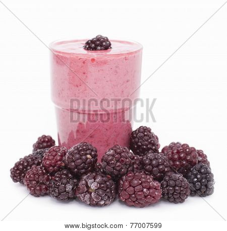Cocktail Of Frozen Blackberries   With Yogurt .
