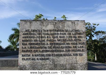 Che Guevara Mausoleum, Stone detail