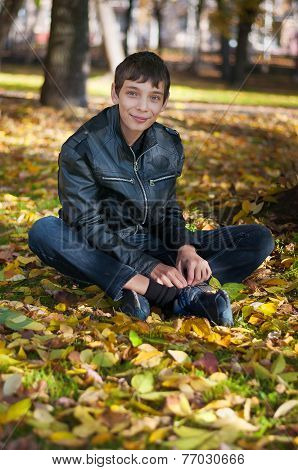 Teenager sitting on the ground