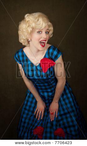 Mulher loira muito retrô