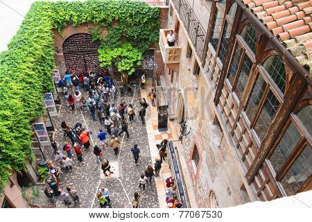 Tourists In The Courtyard Of Juliet's House. Verona, Italy