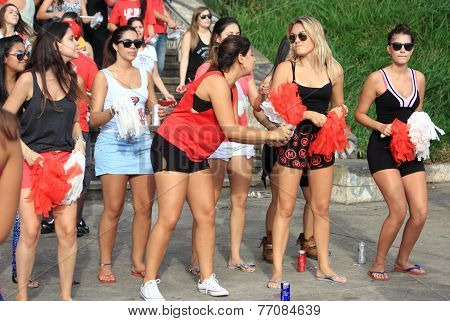 support group by brazilian football team prepare to the game, Sao Paolo