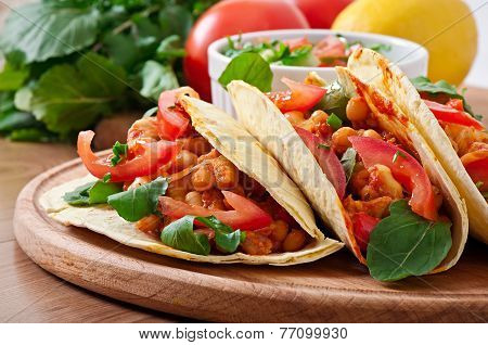 Tacos with chicken and bell peppers