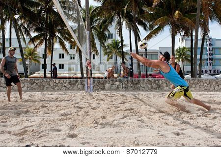 Man Lunges To Pass Ball In Miami Beach Volleyball Game
