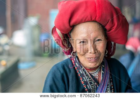Red Dao woman