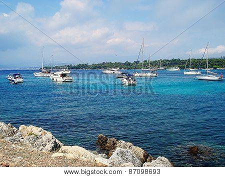 Iles de Le?ins boats
