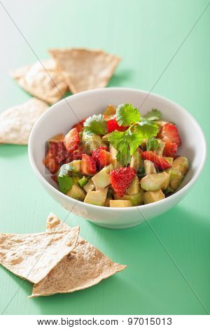 avocado strawberry salsa with tortilla chips
