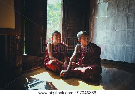 Buddhist novices in Old Teak Wood Shwe Yan Pyay