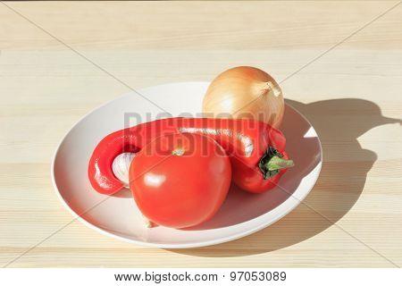 Pepper, Tomato, Onion And Garlic In The Dish